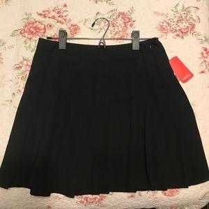 Forever 21 Black M Pleated Skirt.